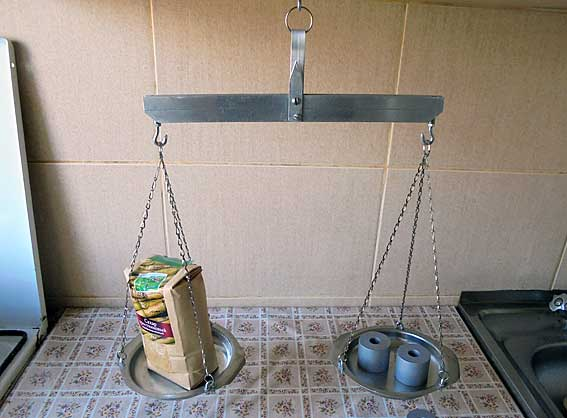 how to make a simple weighing scale for school project